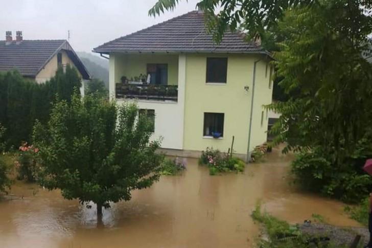 Kuđa u Pričeviću pod vodom
